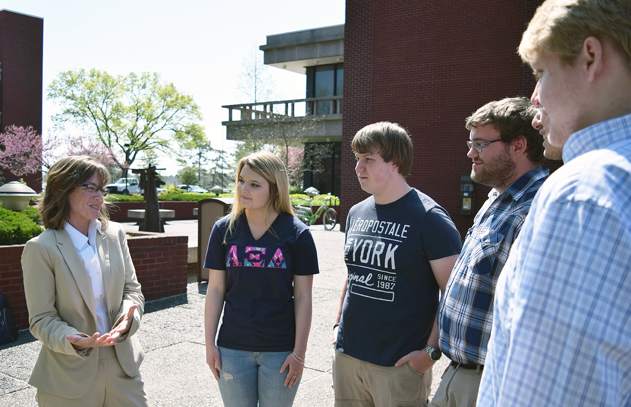 Katie Stuart discusses education funding with students at SIUe